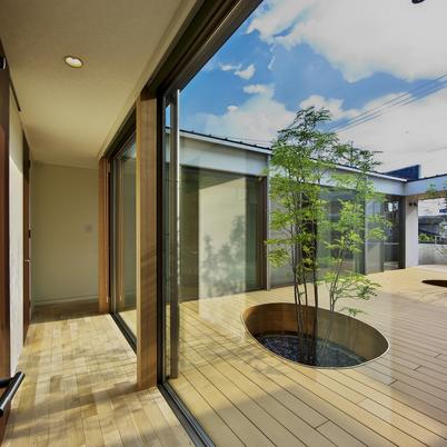 高級注文住宅建築「プライベートガーデンの中庭の住まい」画像