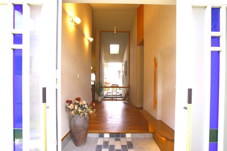 螺旋階段の住まい 玄関入口